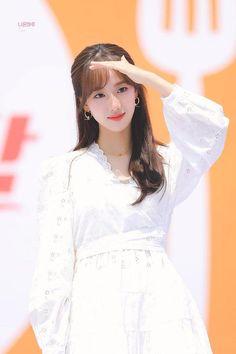 Kpop Girl Groups, Kpop Girls, All Fashion, Korean Fashion, April Kpop, Kdrama Actors, Hey Girl, Celebs, Celebrities