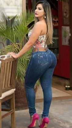 Superenge Jeans, Sexy Jeans, Curvy Girl Outfits, Sexy Outfits, Looks Pinterest, Pernas Sexy, Femmes Les Plus Sexy, Curvy Women Fashion, Girls Jeans