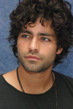 I've always loved the contrast of light hair and dark eyes, as well as dark hair and light eyes. Adrian Grenier is the perfect example of the latter! Melissa Joan Hart, Beautiful Men Faces, Gorgeous Men, Adrian Grenier, Pretty People, Beautiful People, Afro, Kino Film, Light Hair