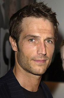 """Michael Vartan ~ I've had a crush on him ever since I first saw him in """"Never Been Kissed"""" Michael Vartan, Jennifer Garner Alias, Star Pictures, Star Pics, Gorgeous Men, Sexy Men, Hot Men, Just In Case, Actors & Actresses"""