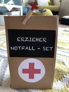 Gift bag educator emergency set- Geschentüte Erzieher Notfall Set I am pleased to present the latest addition to my # etsy shop: gift bag educator emergency set goods # emergency set - Handmade Home Decor, Handmade Bags, Handmade Shop, Teacher Emergency Kit, Kindergarten Lesson Plans, Elementary Schools, Diy Gifts, Balloons, My Etsy Shop
