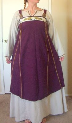 Adventures in Viking Garb - great blog.  Also, I like the stitching around the neckline and cuffs of the underdress.