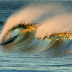 Brilliant photographer David Orias captures incredible waves that look like paintings!