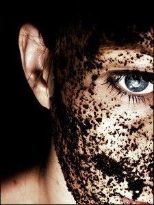 Problème résolu ! Le marc du café est un remède pour les cernes, l'acné, mais encor vos cheveux plus ou moins abîmés et d'autres chose. Pour être informés de toute les bonnes chose a faire ou à savoir il vous suffit seulement de cliquer sur cette épingle ❤ Merci