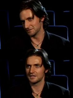 Richard Armitage in a Robin Hood interview.  Note the necklace.  The disk is gold.
