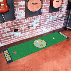 Officially licensed putting green runner. Realistic putting surface ...