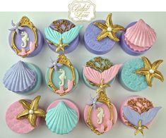 """""""We've got no troubles, life is the bubbles."""" Mermaid themed chocolate covered Oreos for Priscilla's birthday party! Little Mermaid Birthday, Little Mermaid Parties, The Little Mermaid, Mermaid Cookies, Mermaid Cake Pops, Little Mermaid Cupcakes, Chocolate Covered Treats, Chocolate Cupcakes, Chocolate Chocolate"""