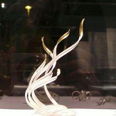 Schmuck von Chao-Hsien Kuo, Ausstellung Tervetuloa! in der Handwerksform Hannover (Foto: Klaus Franke)