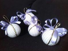 Bolas de natal feito com isopor e tecidos