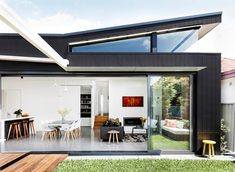 A wraparound clerestory window was designed to capture northern light. The rear elevation is clad in [James Hardie Scyon Axon cement-composite panels House Roof, Facade House, Roof Design, House Design, Weatherboard House, House Cladding, Exterior Cladding, 21st Century Homes, Clerestory Windows