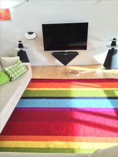 En tilfreds kunde med specialdesignet kelim tæppe i ren uld.