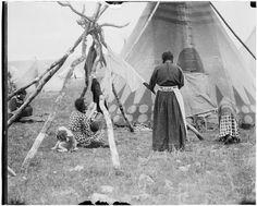 Blackfeet (Pikuni) women - 1909