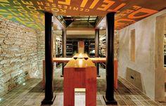 Der atemberaubende Weinkeller in der Tiefe des Würzburger Steins ist ein herrlicher Ort für einen köstlichen Aperitif, eine exzellente Weinprobe und außerg