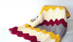 Easy chevron knitted baby blanket. Wonderful pattern for beginners!