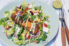 A Food, Food And Drink, Salad Recipes, Healthy Recipes, Avocado Dressing, Fish And Seafood, Bon Appetit, Cobb Salad, Spicy