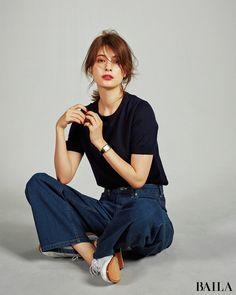 Moda Fashion, Fashion Pants, Girl Fashion, Fashion Outfits, Womens Fashion, Fashion Design, Pose Reference Photo, Poses References, Minimal Fashion