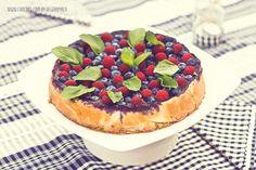 Tarta de queso y frutas del bosque ¡Deliciosa! · Chocoas by Delgraphica  #pastel #bodas #cake #weddings #spain