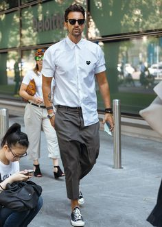 Mens fashion summer - Everyday Mens Street Style Looks To Help You Look Sharp Men Looks, Stylish Men, Men Casual, Smart Casual, Spring Look, Mode Man, Style Masculin, Magazine Mode, Herren Outfit