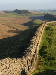 Hadrian's Wall - runs through Reiver country! Roman Britain, Ancient Ruins, British Isles, Roman Empire, Queen Elizabeth, Great Britain, Beautiful Landscapes, Places To See, Countryside