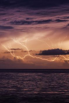 Take the lightning - Gaby Barathieu Weather Storm, Wild Weather, Ride The Lightning, Lightning Strikes, Lightning Storms, Pretty Pictures, Cool Photos, Amazing Photos, Ocean Wallpaper