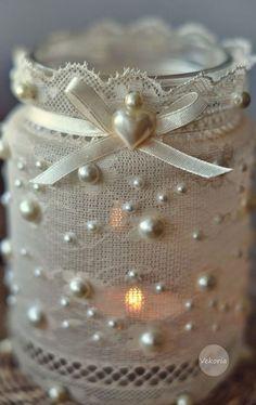 Самодельный светильник в стиле шебби шик из обычной банки украшенной кружевом, лентой и бисером. .
