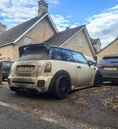 Mini Coopers And All That They're About — Looks like someone had fun! Mini Countryman, Mini Clubman, Mini Coper, Mini Cooper Sport, Mini Lifestyle, John Cooper Works, Old School Cars, Mini S, Modified Cars