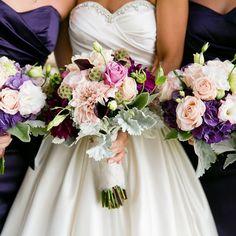Los bouquets de la novia y el cortejo no tienen que ser iguales, pero es ideal que combinen entre si