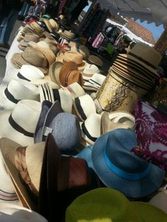 """""""Comme au Marché"""" chapeaux sur l'île de Ré: Panama Stetson Akubra Casquettes"""