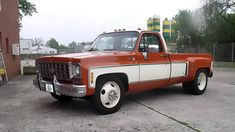 First dual-rear wheel pickup truck Chevrolet/GMC C/K 30 Big Dooley Years: Beginning with the third generation, Chevy and GMC C/K pickups Lowered Trucks, Dually Trucks, Hot Rod Trucks, Gm Trucks, Diesel Trucks, Cool Trucks, Pickup Trucks, Cool Cars, Chevy C10