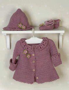 """DROPS Baby - Jacke mit Rundpasse, Hut und Schuhe in """"Alpaca"""" (Kleid und Tasche - Gratis oppskrift by DROPS Design Crochet Baby Sweaters, Crochet Baby Cardigan, Baby Girl Crochet, Crochet Baby Clothes, Crochet Hats, Baby Poncho, Crochet Jacket, Crochet Beanie, Knitting For Kids"""
