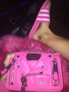 pink and Moschino image Sac Moschino, Tout Rose, Everything Pink, Cute Purses, Cute Bags, Backpack Purse, Balenciaga City Bag, Luxury Bags, Preppy Style