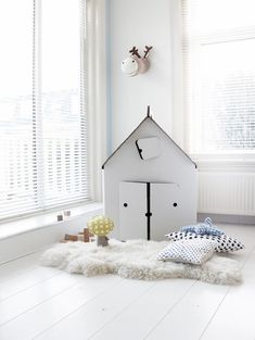 How cute is this nursery? Maaike Koster, the owner, has created  a white bedroom with accents in blue, black and yellow. It's plenty of lovely details: black polka dots on the …