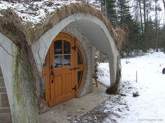 Another hobbit hole door :D This is a bit more practical than actually having a round door...