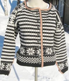 Fana-jakke str. M.  Lett innsvinga, det er ein kort modell. Fair Isle Knitting, Free Knitting, Norwegian Knitting Designs, Extreme Knitting, Nordic Sweater, Fair Isle Pattern, Sweater Knitting Patterns, Cool Sweaters, Pullover