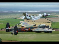 Battle of Britain Memorial Flight Lancaster with the Vulcan. Military Jets, Military Aircraft, Vickers Valiant, V Force, Avro Vulcan, Awsome Pictures, Lancaster Bomber, Air Festival, Supermarine Spitfire