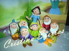 ***** SNOW WHITE AND THE SEVEN DWARFS *****  Snow white approximate Size: 12cm, dwarfs aproximate 6 cm  Top cake completely modeled by hand in Cold Porcelain The price... #unique #custom #comic #funny #new #birthday #aniversary #children
