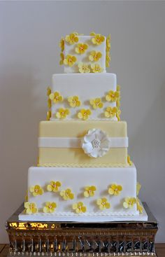 Pale Yellow Hydrangea Wedding Cake | This was for Abby and W… | Flickr