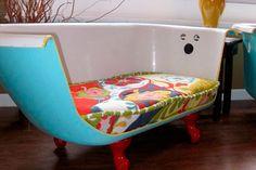 sofa bañera pintada en turquesa y transformada  en sillon
