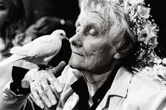 Astrid Lindgren was so much more than a best-selling author of children's books like Pippi Longstocking. She was also an important opinion former who Pippi Longstocking, Alesso, Photo Black, Famous Faces, Les Oeuvres, Old Photos, In This World, Storytelling, Famous People