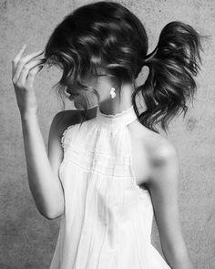 CREATIVE PONYTAIL ON BRUNETTE HAIR Most Common Hair Color, Latest Hairstyles, Brunette Hair, Hairdresser, Ponytail, Hair Inspiration, White Dress, Flower Girl Dresses, Wedding Dresses