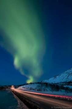 Northern Lights with a longggg light trail.