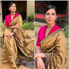These V neck blouses look amazing 💕💕 Pattu Saree Blouse Designs, Saree Blouse Patterns, Skirt Patterns, Coat Patterns, Sewing Patterns, Stylish Blouse Design, Fancy Blouse Designs, Saree Jackets, Stylish Sarees