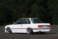 BMW E30 3 series white slammed dapper