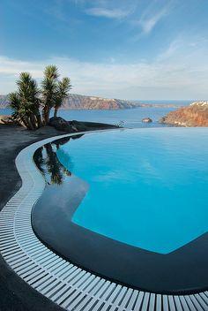 Perivolas Hotel | HobbyDecor & inspirações | instagram.com/hobbydecor | #travel #luxury #inspiration