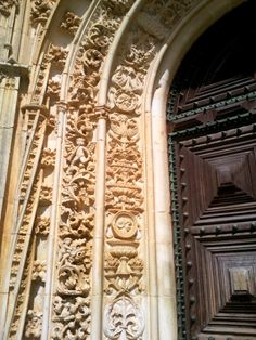 Door arch carvings at Convento de Cristo, Tomar, Portugal: My day trip to Tomar: http://www.europealacarte.co.uk/blog/2012/04/20/tomar/