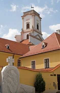 Hungary Castles in Photos - Photos and Information about Hungary's Castles: Bishop's Castle in Gyor