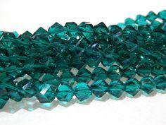 Cristal color verde esmeralda, forma elipse, 8mm, tira con 55 piezas, $45, Precio especial a mayoristas.