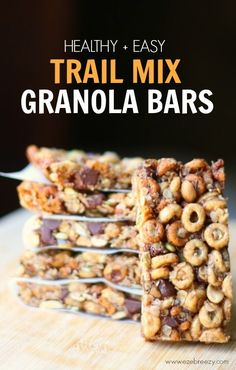 Recipe for guilt-free homemade trail mix granola bars packed with wholesome ingredients and can easily be adapted for vegan and gluten-free. Source by ezebreezy Healthy Treats, Healthy Recipes, Healthy Breakfasts, Healthy Kids, Eating Healthy, Healthy Food, Clean Eating, Homemade Trail Mix, Snacks Homemade
