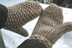 Burly Mitts by Mona Schmidt on Ravelry! Free Pattern!