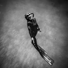 Natalie Parra freediving.